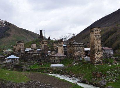 כפר ישן ומגדלי שמירה בגיאורגיה