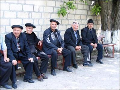 מקומיים בחליפות - אזרבייג'ן