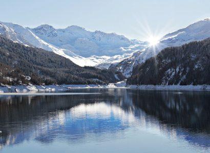 יולי באגם בשוויץ